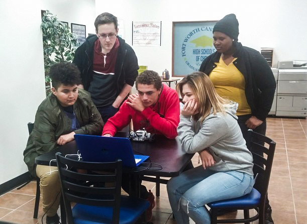 Students in Texas High School Learn to Build Robots With Their Own Program